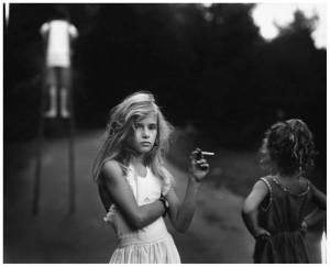 Sally Mann - Bambina che fuma