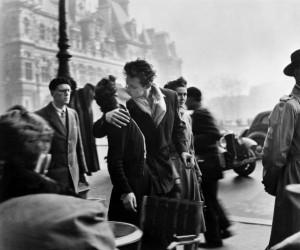 Coppia che si bacia - Robert Doisneau