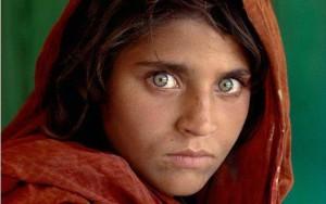 Steve McCurry - Volto di bimba con occhi verdi