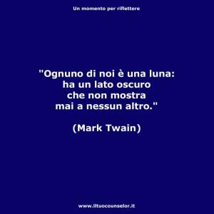 """""""Ognuno di noi è una luna: Ha un lato oscuro che non mostra mai a nessun altro"""" (Mark Twain)"""