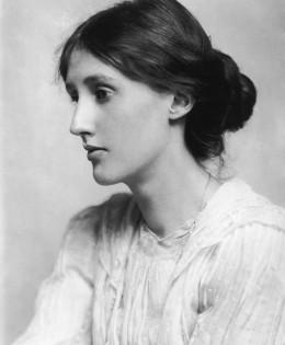 """""""Ogni onda del mare ha una luce differente, proprio come la bellezza di chi amiamo."""" (Virginia Woolf)"""