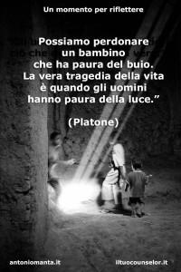 """""""Possiamo perdonare un bambino che ha paura del buio. La vera tragedia della vita è quando gli uomini hanno paura della luce."""" (Platone)"""