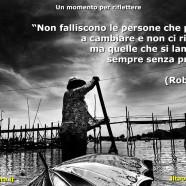 """""""Non falliscono le persone che provano a cambiare e non ci riescono, ma quelle che si lamentano sempre senza provare."""" (Robysjack)"""