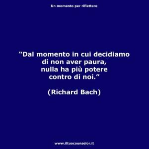 """""""Dal momento in cui decidiamo di non aver paura, nulla ha più potere contro di noi."""" (Rochard Bach)"""