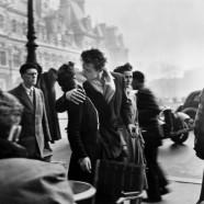 Coppia che si bacia – Robert Doisneau
