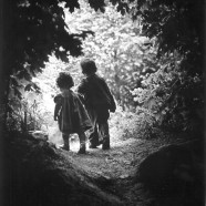 Bimbi che escono dal bosco – Eugene W. Smith
