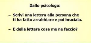 """Dallo psicologo: """"Scrivi una lettera alla persona che ti ha fatto arrabbiare e poi bruciala."""" """"E della lettera cosa me ne faccio?"""""""