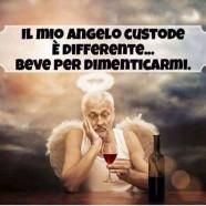 """""""Il mio angelo custode è differente… beve per dimenticarmi."""""""