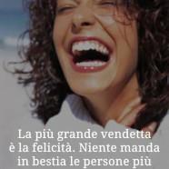 """""""La più grande vendetta è la felicità. Niente manda più in bestia le persone più che vederti fare una fottuta bella risata."""" (Chuck Palahniuk)"""