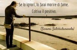 """""""Quanto più rimugini un pensiero negativo, tanto più esso viene rafforzato. Se lo ignori, lo farai morire di fame. Coltiva il positivo."""" (Swami Satchidananda)"""